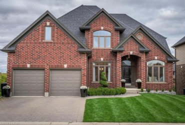 SOLD! Executive Home backing onto Ravine in Jack Chambers School District!