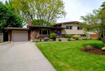SOLD! Quiet Oakridge Cres. with Charm for Days!
